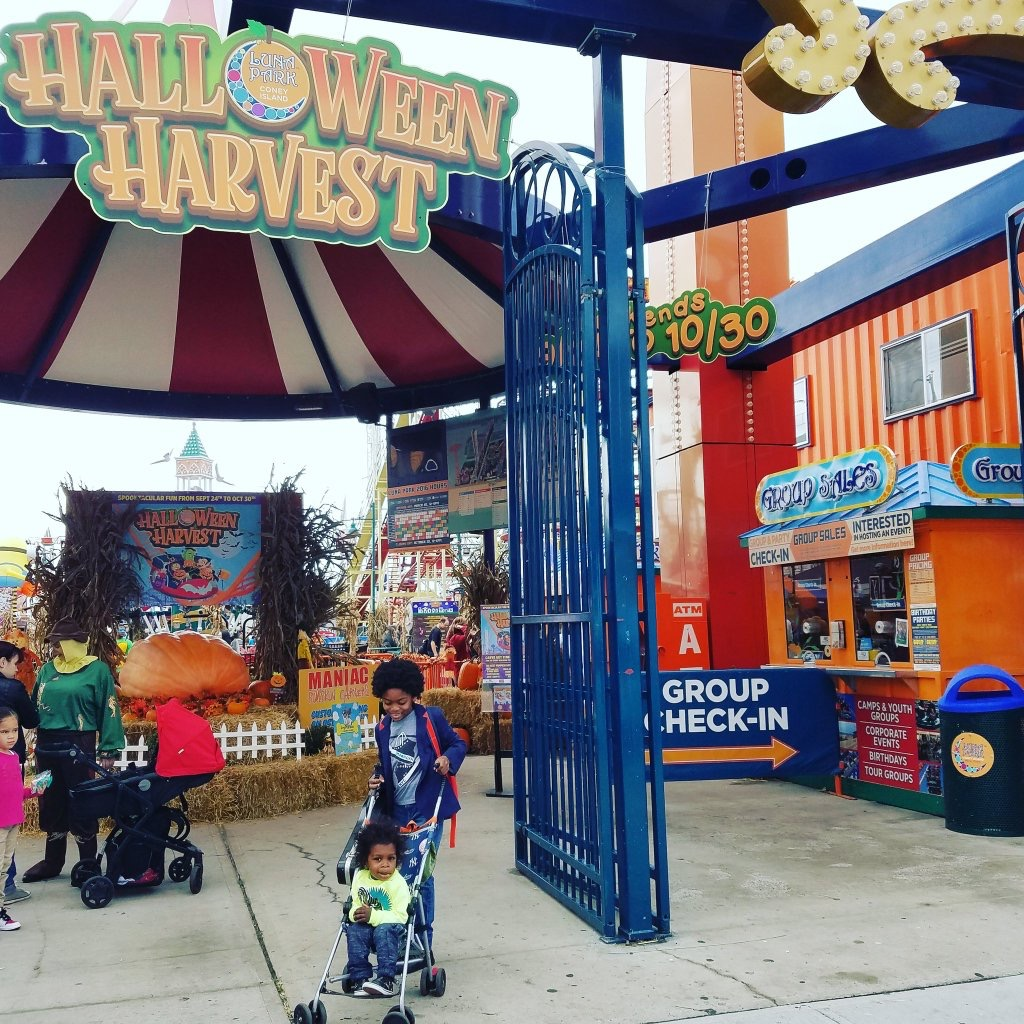 but when summer is over we can still visit our favorite local amusement park and enjoy halloween themed fun luna parks halloween harvest celebration